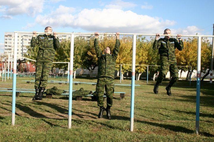 Военнослужащие сдают ФИЗО