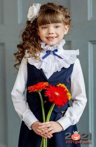 Школьная блузка с оборками - тренд 2021 года
