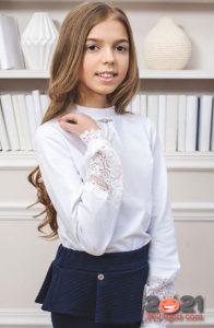 Школьная блузка с кружевными вставками - тренд 2021 года