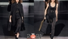 Модное черное вязаное платье на зиму 2020-2021