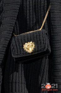 Маленькая вязаная сумочка на зиму 2020-2021