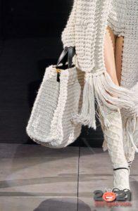 Большая белая вязаная сумка на зиму 2020-2021