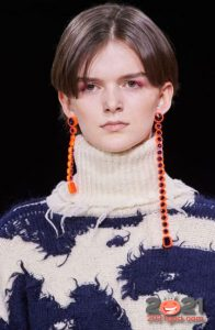 Асимметричные серьги - модные аксессуары 2021 года
