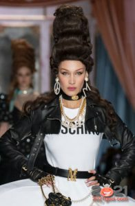 Разные серьги - модные аксессуары 2021 года