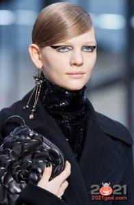 Эксклюзивные серьги - модные аксессуары на 2021
