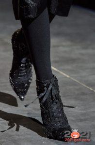 Модные ботильоны с острым носком и шнуровкой - мода 2021 года
