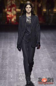 Модный полосатый костюм на 2021 год
