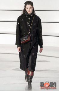 Модное пальто с буквами от Шанель - принты зимы 2020-2021