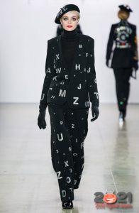 Модное пальто с буквами от Диор - принты зимы 2020-2021