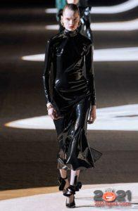 Латексное черное платье осень-зима 2020-2021