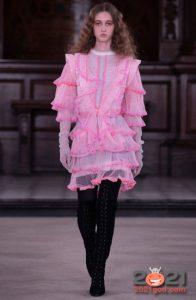 Модные луки с рюшами и оборками на 2021 год