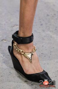 Туфли с массивной цепью - мода зимы 2020-2021