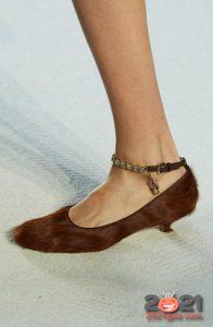 Меховые туфли на каблучке - мода зимы 2020-2021 года