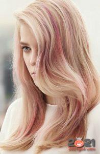 Модный карамельно-розовый цвет волос на 2021 год