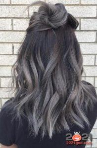 Серые кончики на черных волосах - тренд на 2021 год