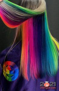 Радужное окрашивание волос - мода 2021 года