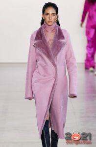 Модная розовая дубленка зима 2020-2021