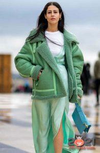 Модная зеленая дубленка зима 2020-2021