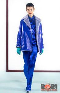 Модная синяя дубленка зима 2020-2021