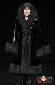 Красивая дубленка на 2021 год с длинным черным мехом