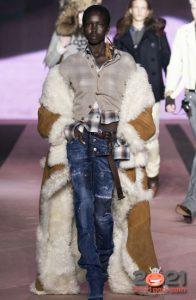 Модная дубленка на зиму 2020-2021 с длинным белым мехом