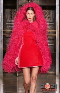 Модная шуба из перьев Oscar de la Renta на 2021 год