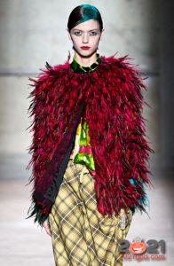 Модная шуба из перьев зимы 2020-2021