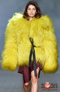 Модные шубы оверсайз осень-зима 2020-2021 с длинным ворсом
