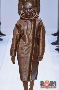 Длинная шоколадная дубленка осень-зима 2020-2021