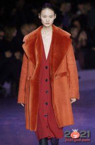 Модная цветная дубленка осень-зима 2020-2021