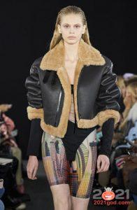 Модная короткая дубленка осень-зима 2020-2021