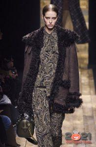 Модная дубленка с каракулем осень-зима 2020-2021