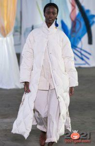 Белый стеганый пуховик зима 2020-2021