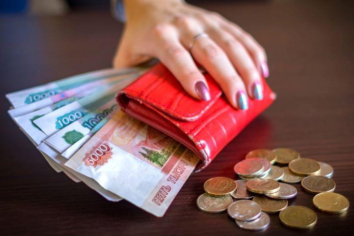 Кошелек с деньгами и монеты