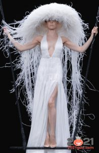 Высокая мода Валентино зима 2020-2021 - шляпа медуза