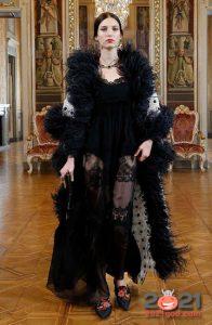 Комплект с перьями от Dolce & Gabbana зима 2002-2021