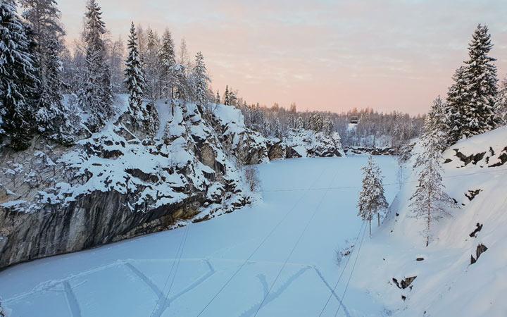 Мраморный каньон Рускеала зимой - где встретить Новый Год 2021