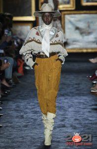 Модные сапоги с драпировкой - женская обувь осень-зима 2020-2021