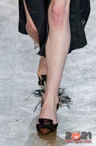 Туфли с перьями - модные тренды обуви в 2021 году