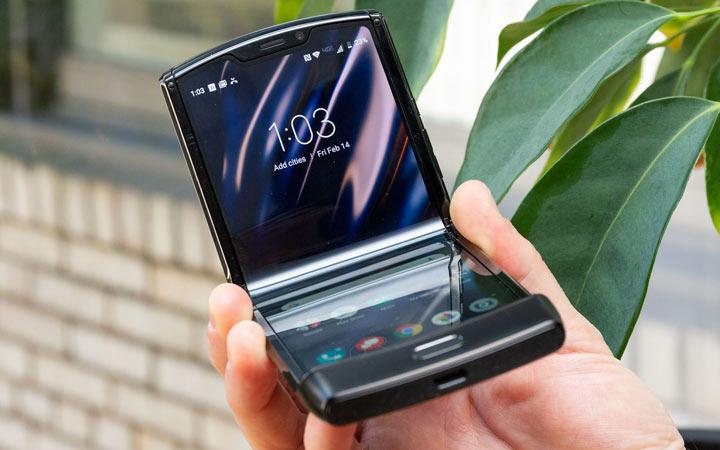 Смартфон Motorola 2021 года