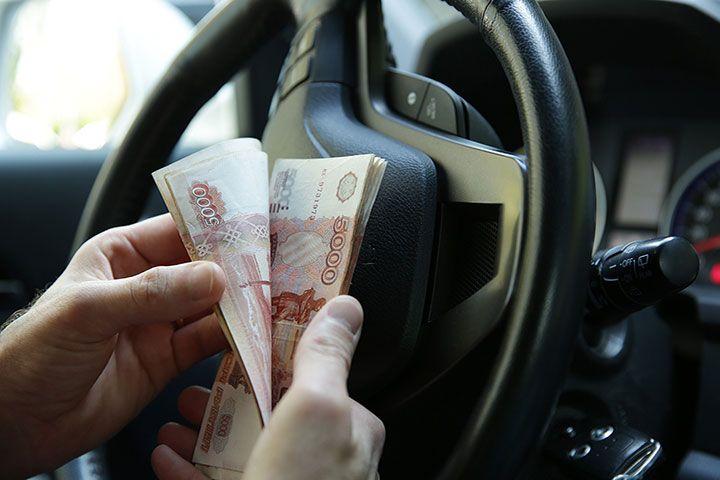 Деньги в машине