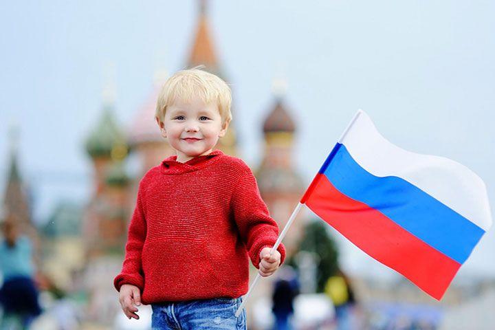 Мальчик с флагом