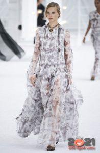 Прозрачное платье - модный тренд 2021 года