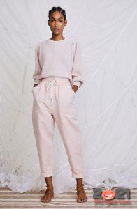 Модные розовые джинсы весна-лето 2021
