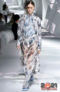 Модные прозрачные брюки весна-лето 2021