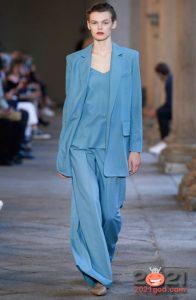 Модные костюмы с брюками палаццо весна-лето 2021