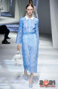 Модные ажурные многослойные платья весна-лето 2021