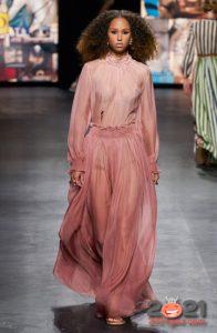 Модные розовые платья весна-лето 2021