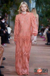 Модные платья весна-лето 2021 в оттенке пыльной розы