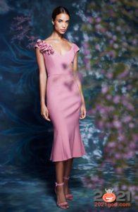 Модные платья весна-лето 2021 в розовом цвете